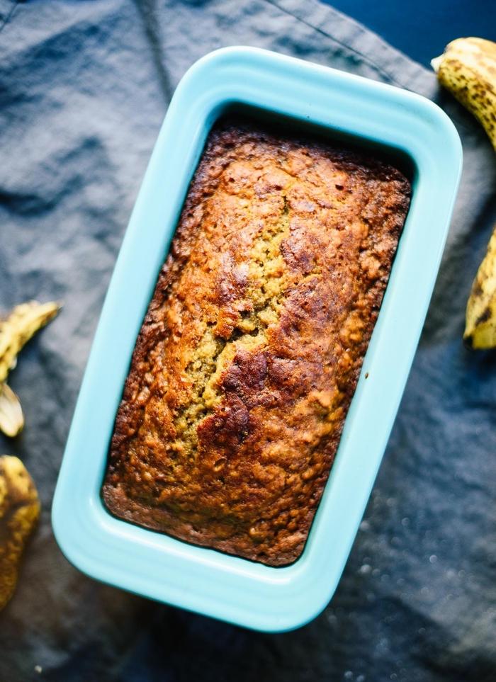 gâteau petit déjeuner sans sucre ajouté aux bananes et à la farine complète, recette de pain aux bananes saine