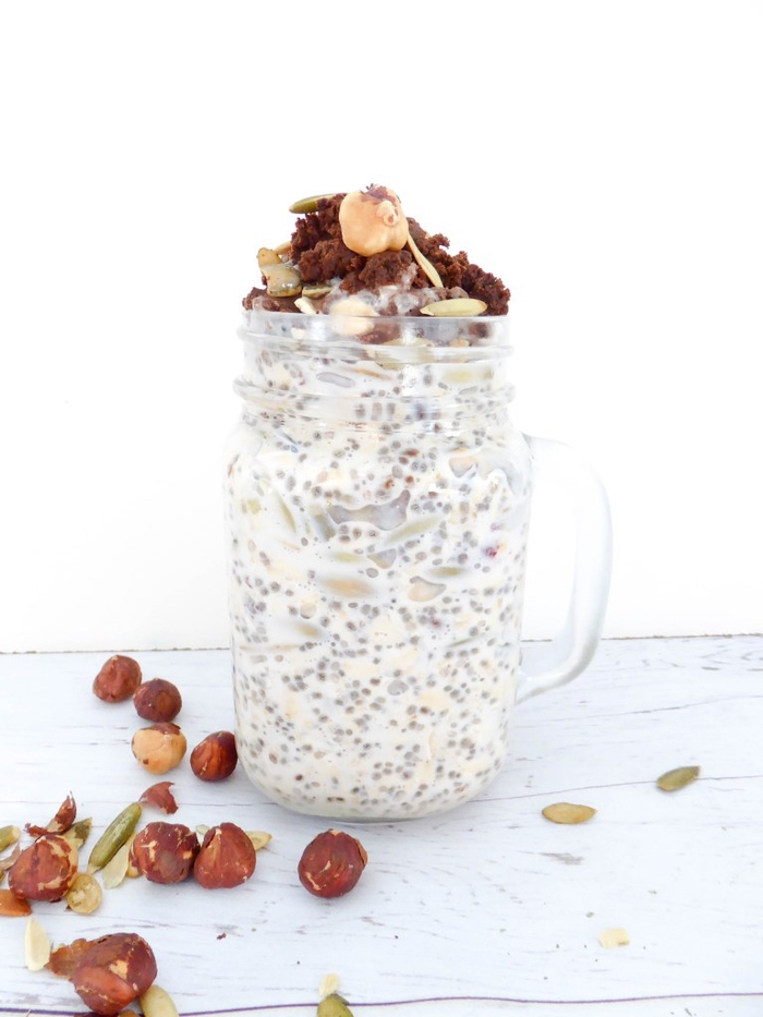 recette de porridge du lendemain aux graines de chia, noisettes et nutella fait maison, idéale pour un petit déjeuner minceur ou une collation saine