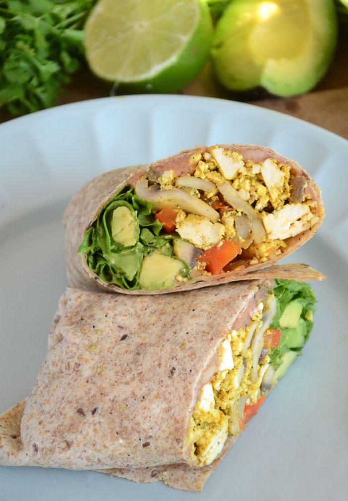recette de burritos végétaliens au tofu brouillé idéal pour un petit déjeuner salé équilibré