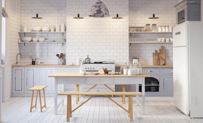 comment décorer une cuisine blanche aux finitions de bois clair, idée meubles de rangement mural en bois blanc
