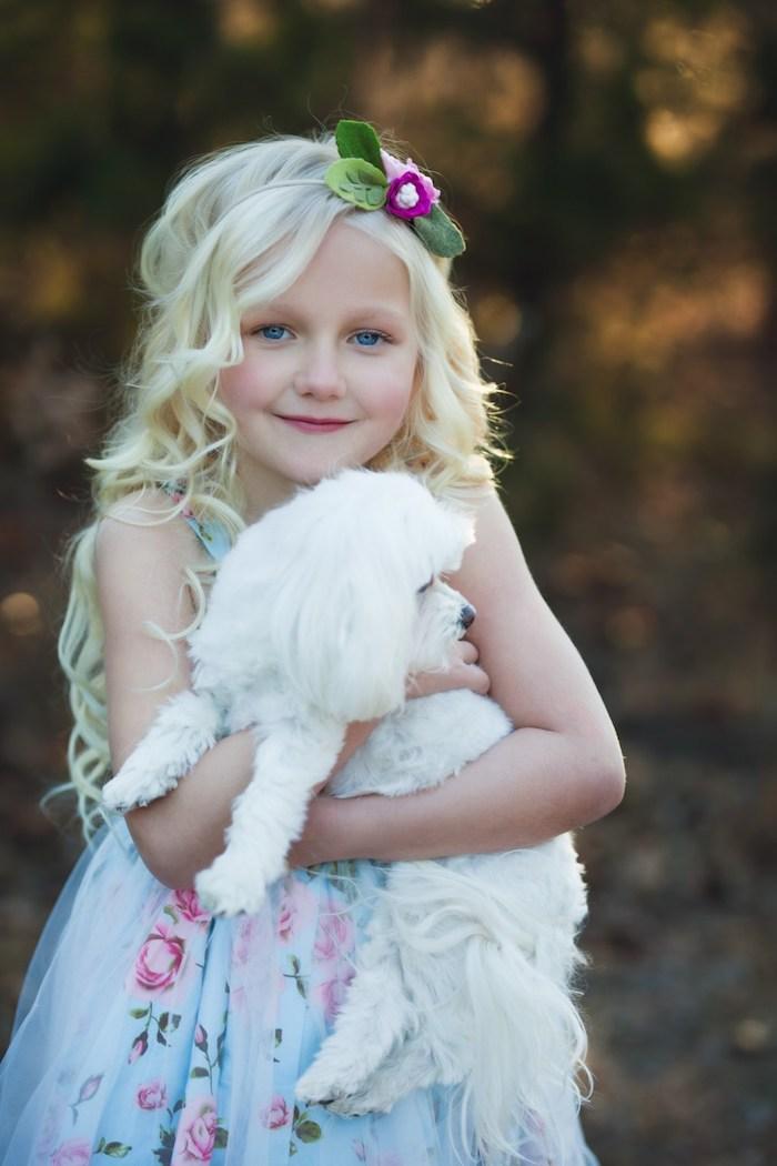 Coiffure fille mariage enfant cheveux carré long mignonne photo de fille blonde cheveux longs couronne de fleurs