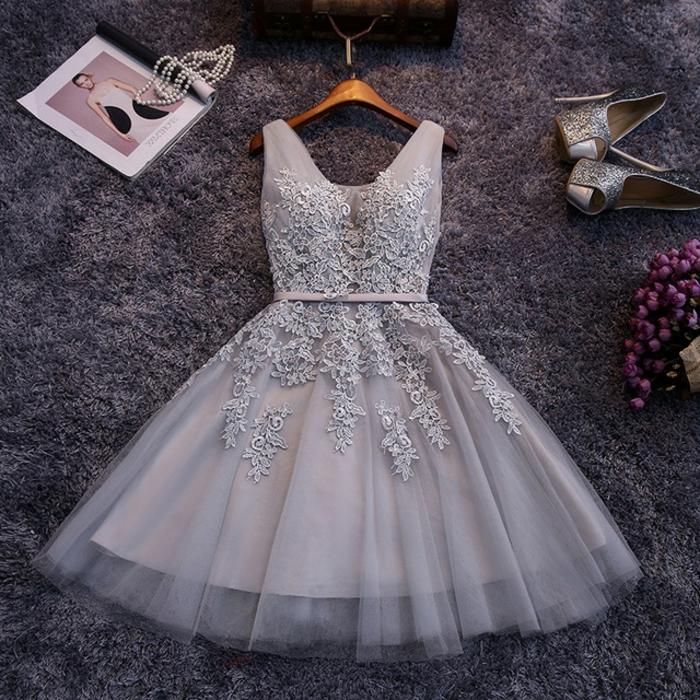 tenue ceremonie femme, robe en tulle blanche taille soulignée, sandales argentées