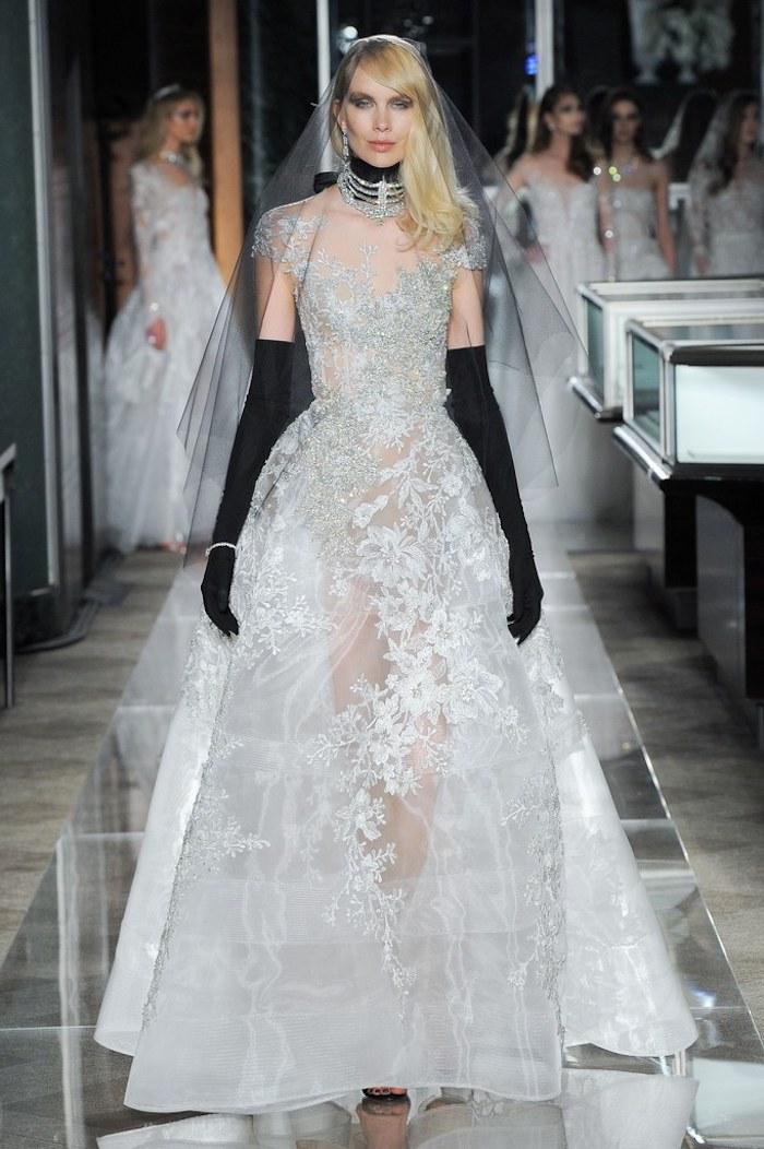 Originale robe de mariée 2018 point mariage choisir une robe princesse ou boheme détails noirs robe style vera wang