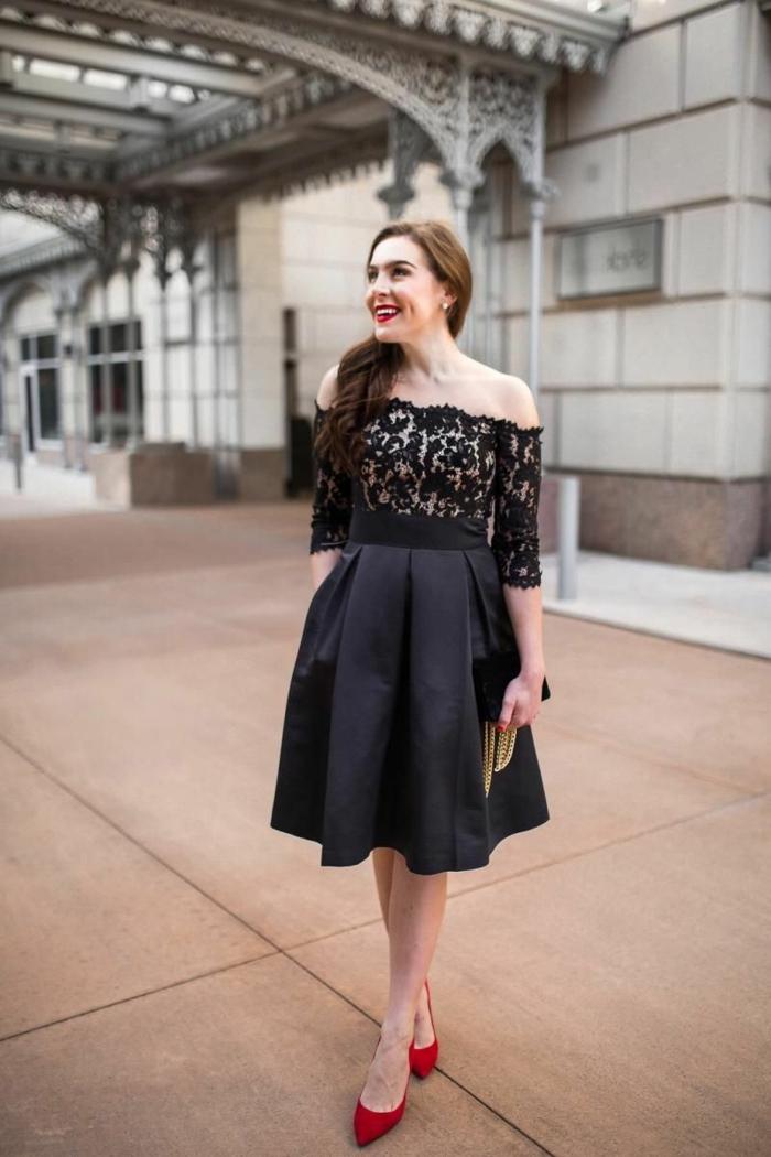 jupe évasée de robe noire courte, robe dentelle manches tombantes, robe pour la femme élégante