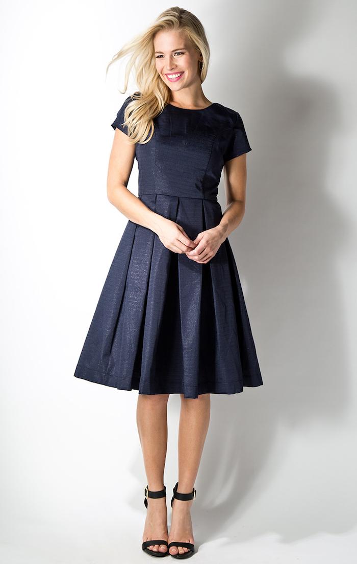 999286633d55c Robe ceremonie robe de soirée courte idee comment s habiller aujourd hui  robe bleu foncé robe Tenue baptême femme ...