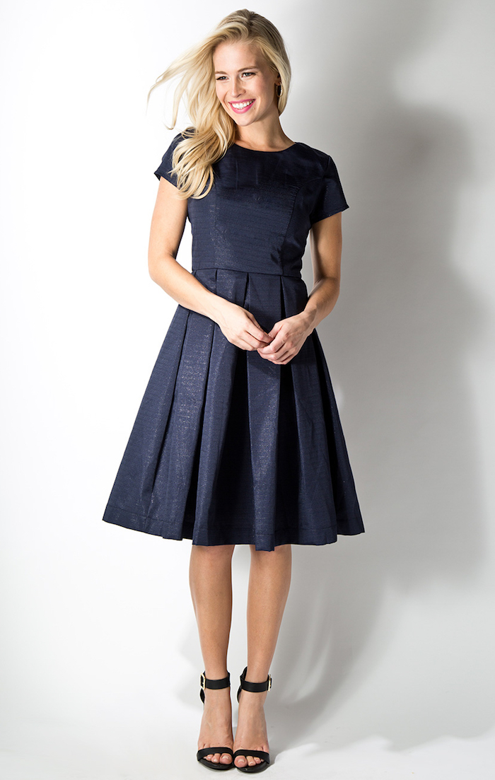 Robe ceremonie robe de soirée courte idee comment s habiller aujourd hui robe bleu foncé robe modeste