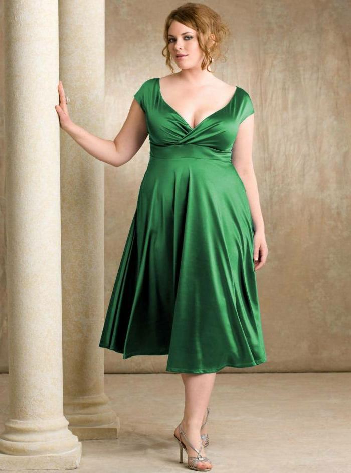 robe verte satinée midi longue, décolleté plongent, style pour les femmes