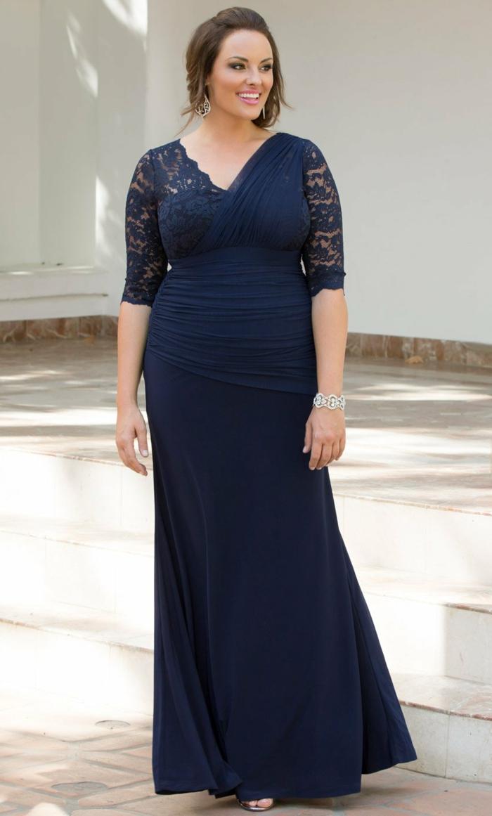 vetement grande taille femme, manches dentelle, décolleté en V, robe bleue sirène