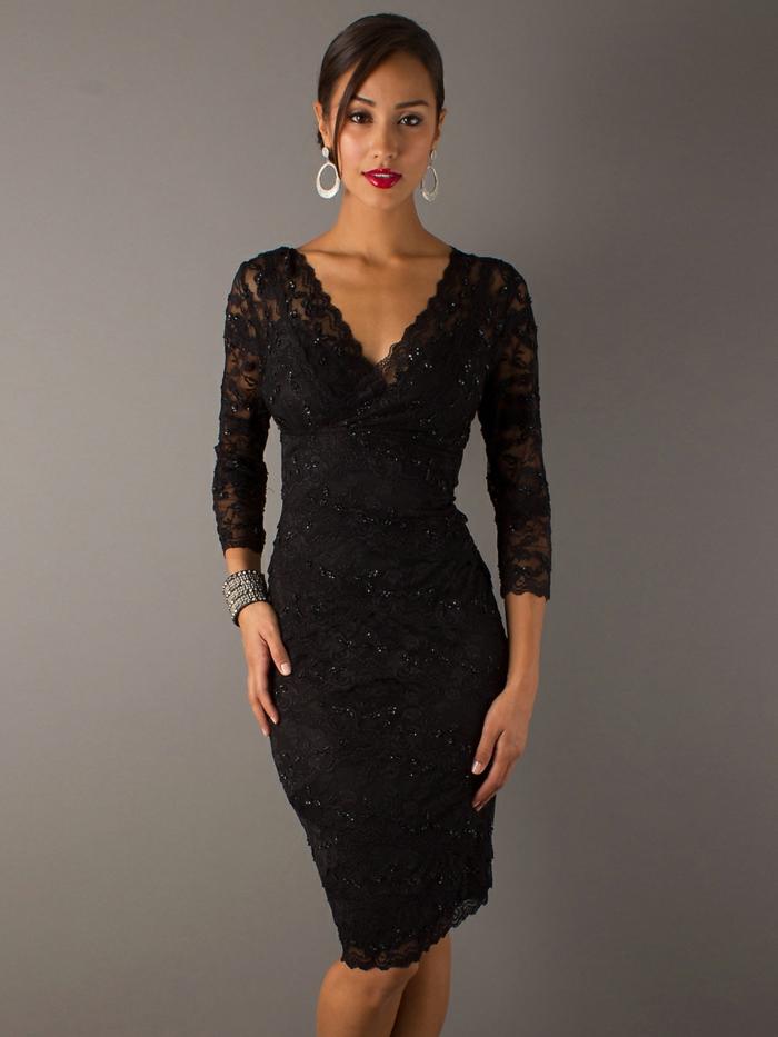 robe avec décolleté triangulaire, manches longues, ligne épurée, chignon bas