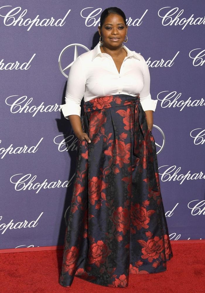 robe formelle, jupe plissée, partie supérieure chemise blanche, star au tapis rouge