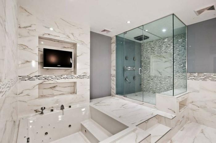 salle de bain spa plongée dans le blanc, cabine de douche en verre, tv murale, grande baignoire jacuzi