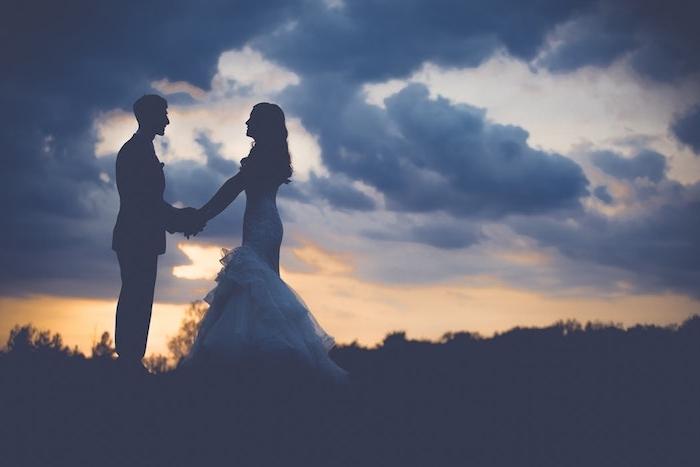 La plus belle robe de mariée romantique être la plus belle mariée robe à choisir silhouettes au coucher du soleil