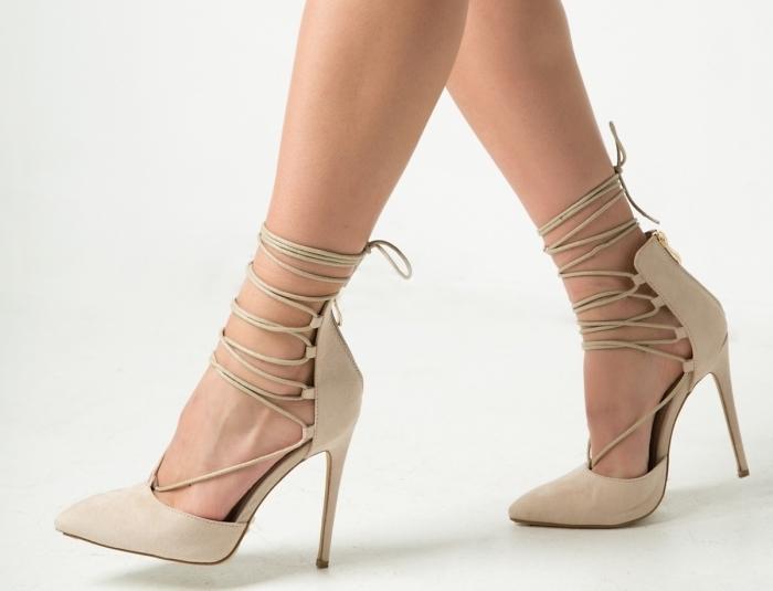 modèle de chaussures élégantes à talons hauts avec lacets, comment être élégante avec une paire de chaussures hautes