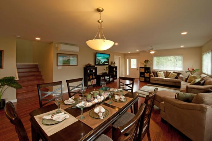 grand salon avec salle à manger, couleur peinture tendance, canapés beiges confortables et grande table à manger