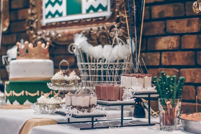 Le plus délicieux gateau d'anniversaire au chocolat original gateau a etage chocolat table de gateaux