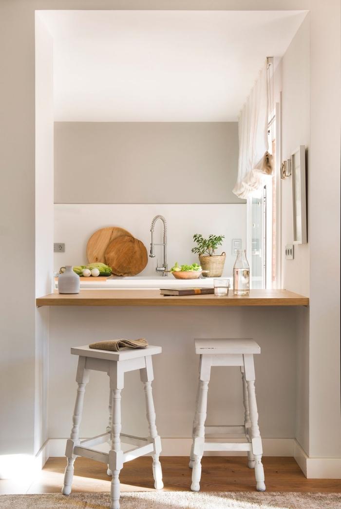 comment aménager une petite cuisine avec bar, quelles couleurs associer pour une déco simple et claire dans une cuisine campagne