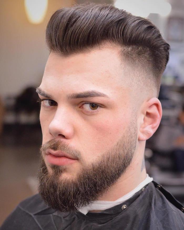 exemple comment tailler sa barbe longue en dégradé et coupe de cheveux en arriere mode homme