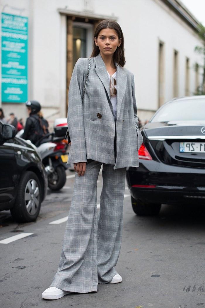 Chouette idée tailleur et basket ville femme comment s habiller avec basket stylé porter tailleur femme moderne avec basket blanche