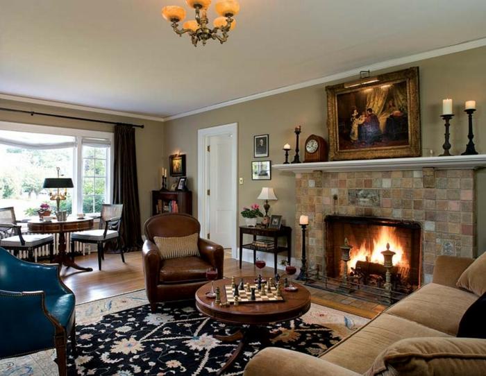 cheminée murale style traditionnel, tapis noir, peinture tendance salon, fauteuil bleu en cuir, table à manger ronde