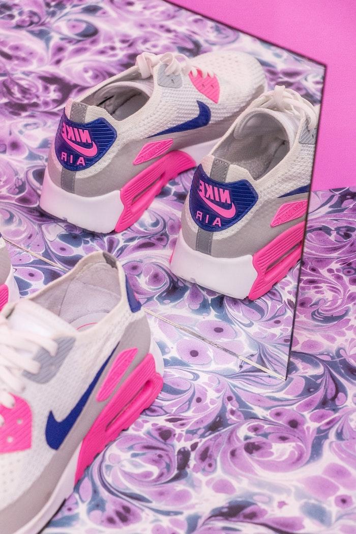 Nile baskets adopter les baskets femme tendance blanches avec rose idée basket d été femme tenue simple nike air