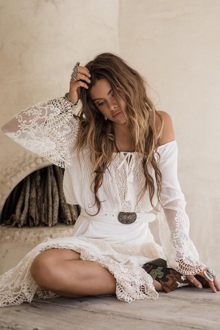 Robe hippie chic dentelle beige