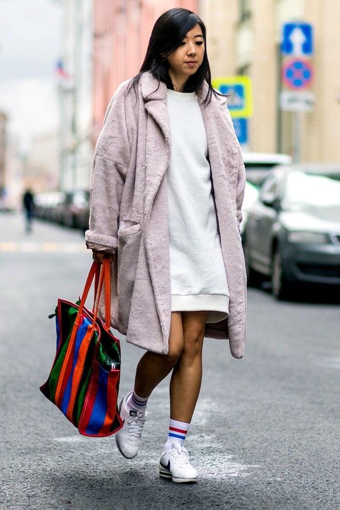 Cool tenue basket femme compensée quelles chaussures sport avec tenue décontractée blouson long