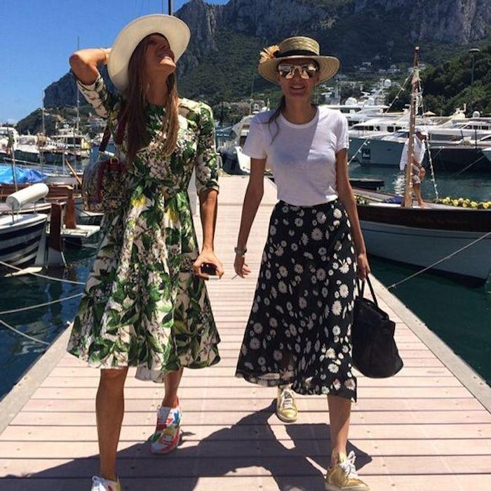 Fille baskets blanches femme comment s habiller pour la rentree chouette tenue vacances voyager avec du style