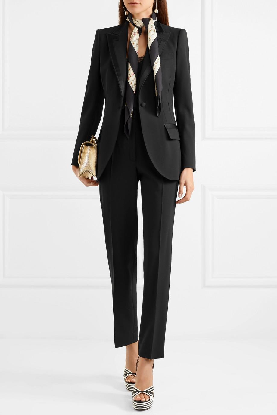 idée de blazer femme docle & gabbana, pantalon femme droit et blazer noir, un fichu élégant
