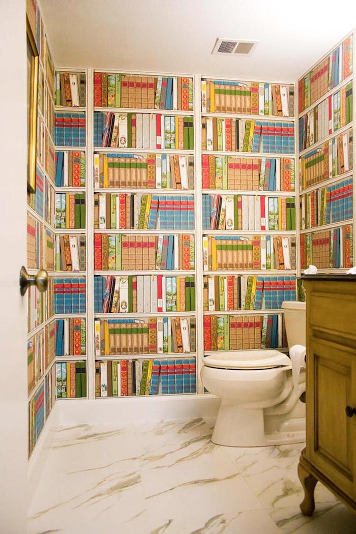1001 id es d co toilettes originales changer le - Papier peint imitation bibliotheque ...