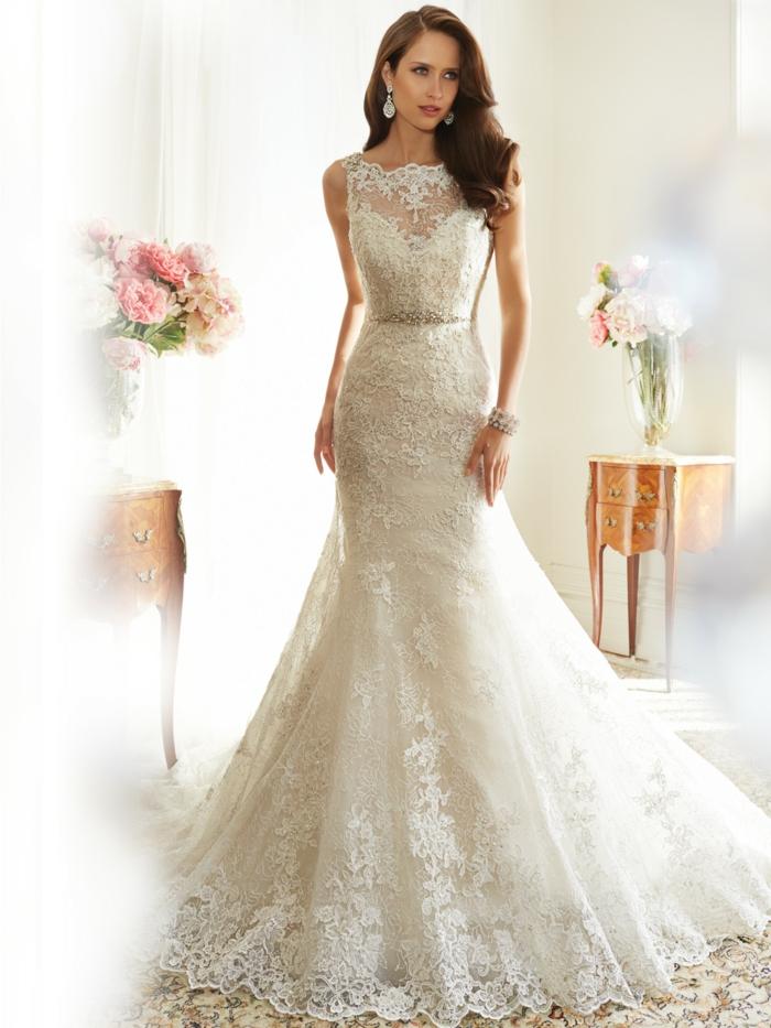 robe sirene mariage, silhouette élancée, col bateau, dentelle de Bruxelles maille très fine, longueur maximale, robe de mariée sirène, allure recherchée