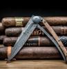 un cadeau original pour la fete des peres, couteau Deejo, objet de luxe en photo avec des cigares cubains