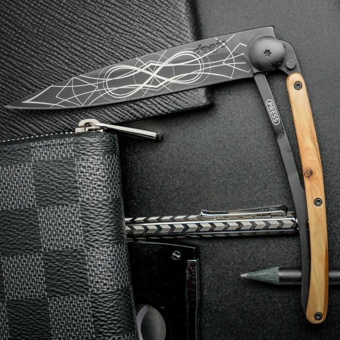 accessoire de luxe pour les messieurs qui ont du gout, le couteau Deejo, pour toutes les occasions, bureau, maison, sorties, idee cadeau fete des peres