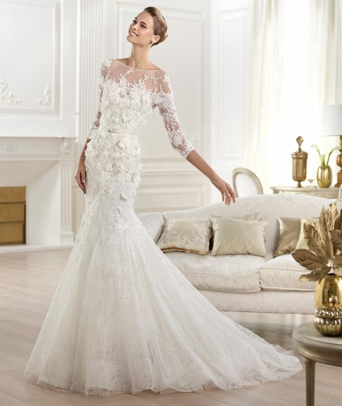robe de mariée près du corps, robe de mariée sirène, robe sirene mariage haut en style, col bateau semi-transparent, manches longues 3-4