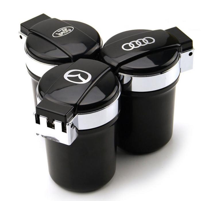 modèle de cendrier voiture à design mini poubelle avec emblème marque de voiture et de couleur gris et noir