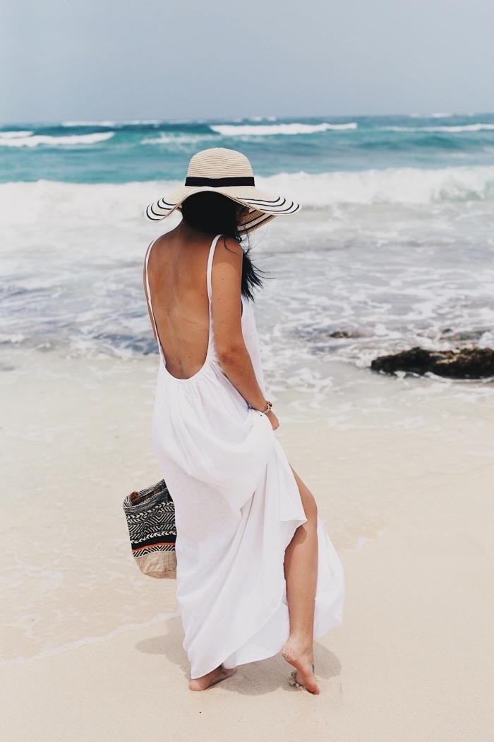 comment s'habiller pour plage avec une robe longue blanche à dos nu et bretelles, quels accessoires pour vacances de mer