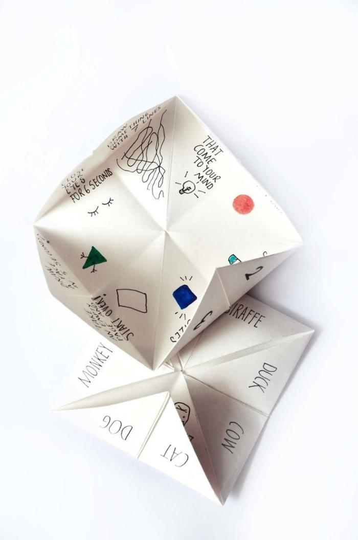 idée d'activité créative pour décorer une cocotte papier avec de petits dessins