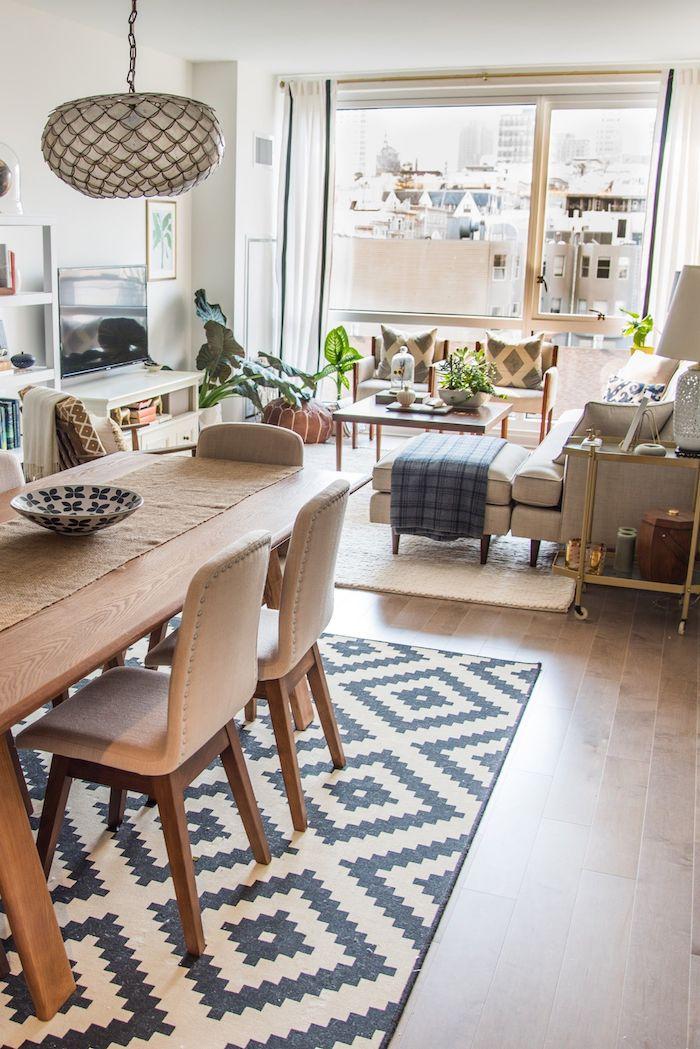 Décoration intérieure salon aménager un salon en longueur luxueuse maison tapis noir et blanc cool motif géométrique