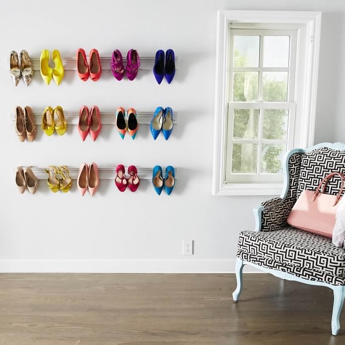 idée de rangement chaussure pas cher avec des moulures détournées en étagères murales à talons