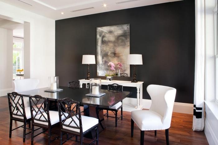 décoration de la salle à manger avec plafond blanc suspendu et pan de mur gris foncé, modèle de table à manger foncée avec chaise noir et blanc