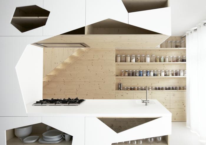 tiroir de rangement, rangement coulissant cuisine, idée rangement cuisine, pièce ultra moderne en blanc et beige avec des lignes géométriques