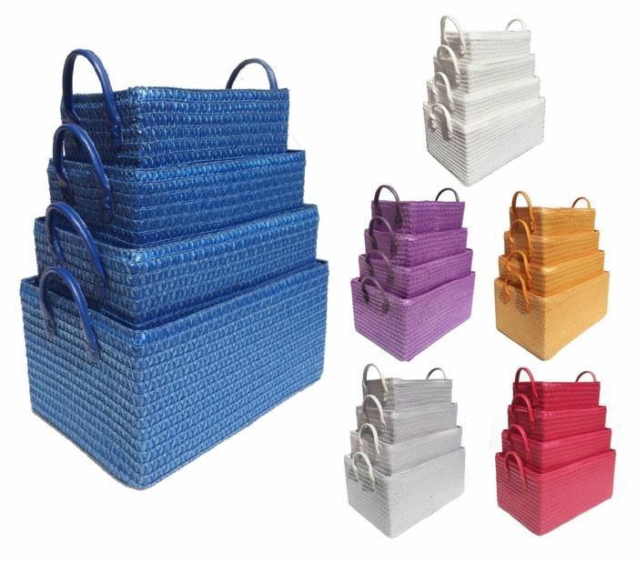 rangement tiroir, amenagement placard cuisine avec des corbeilles rectangulaires en paille tressée en bleu, violet, blanc, rouge, jaune et gris perle