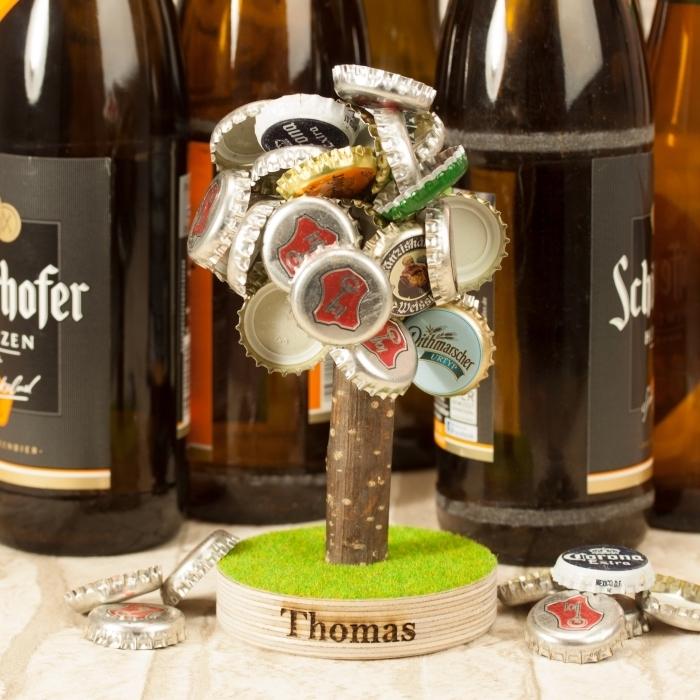 modèle de cadeau original pour un fan de bière, exemple d'arbre magnétique pour capsules de bière avec gravure