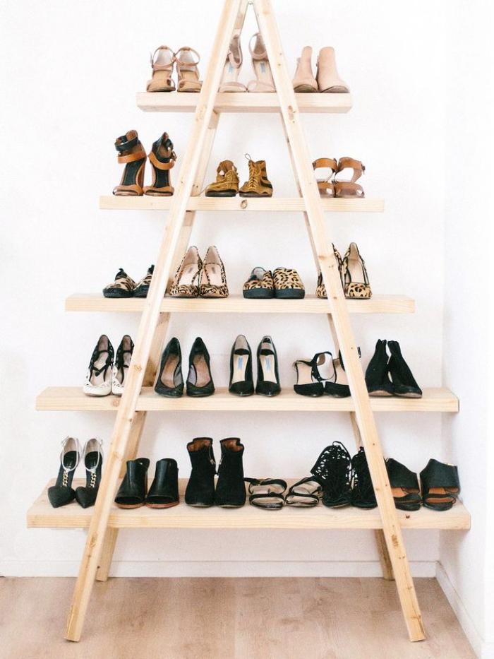 une jolie étagère à chaussure échelle à fabriquer soi-même qui s'inscrit bien dans un intérieur de style bohème chic ou scandinave