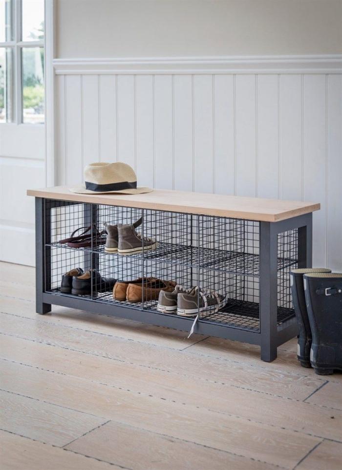 un banc a chaussure de style industriel avec casiers métalliques et une assise en bois, aménagement d'entrée pratique et déco avec un meuble tendance