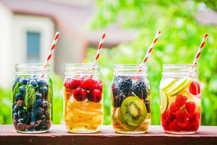Jus detox pour maigrir boisson pour perdre du ventre chouette option eau infusé de myrtilles et menthe ou de framboises et lime