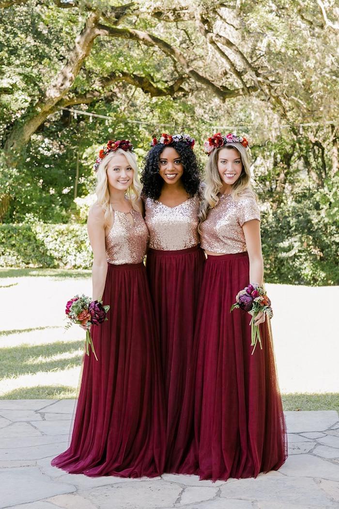 Porter une superbe tenue pour assister à un mariage inspiration vetements top paillette jupe longue fluide couleur bordeaux