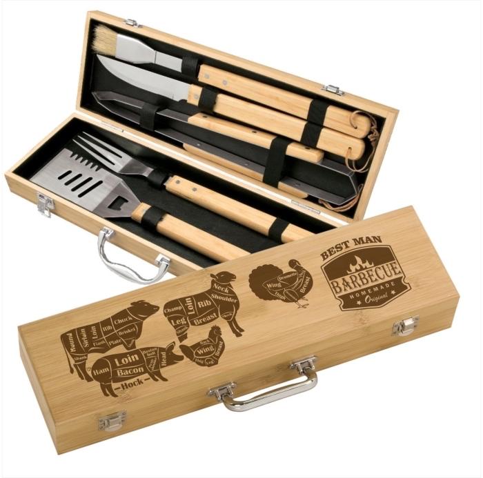 set d'ustensiles avec poignées de bois dans une boîte bois clair à intérieur noir et avec une gravure personnalisée