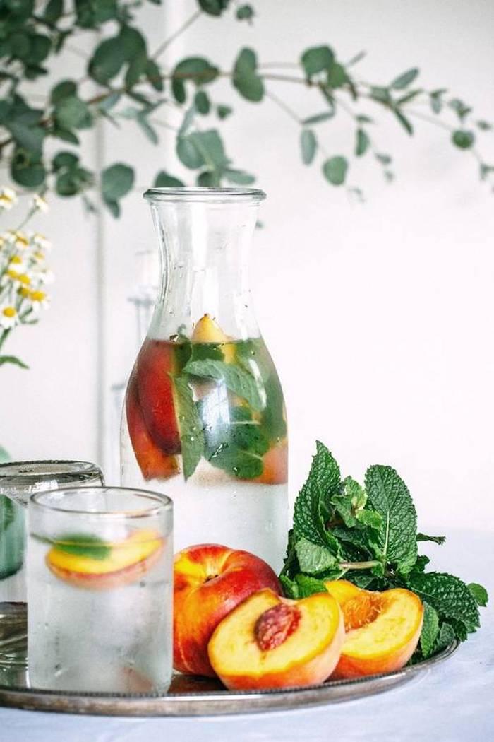Detox naturel boisson amaigrissante boisson detox minceur eau infusé pèche et menthe eau infusé