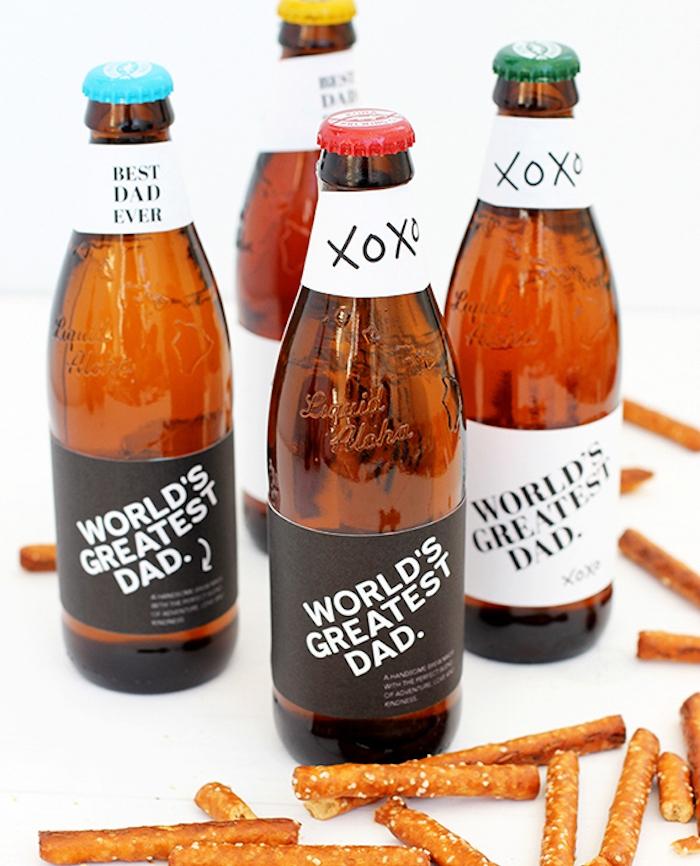 idée cadeau fête des pères à fabriquer, bouteilles de bière personnalisées avec des étiquettes originales