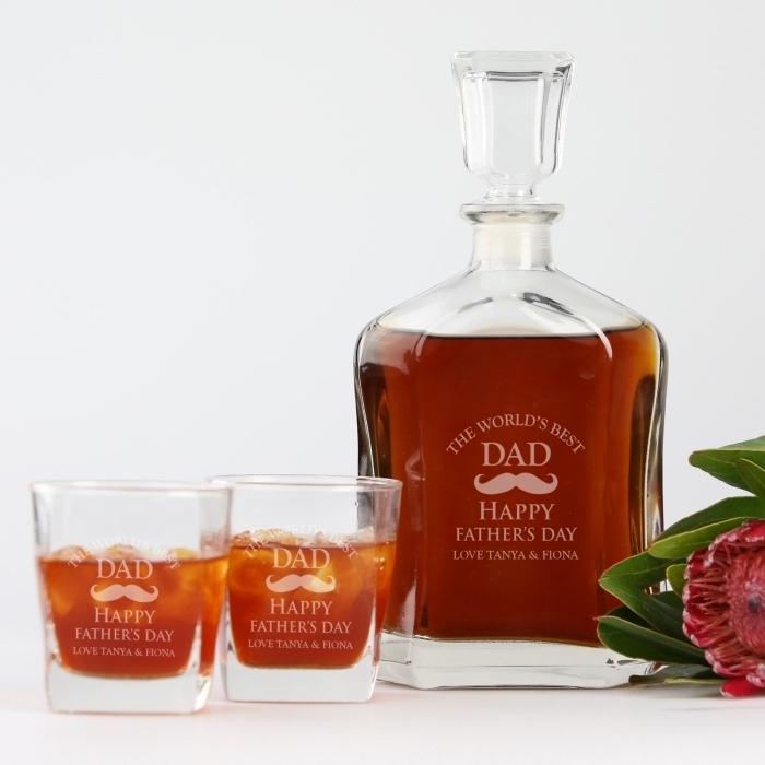 set de bouteille et verre alcool personnalisé avec gravure pour la fête des pères, idée cadeau original pour papa